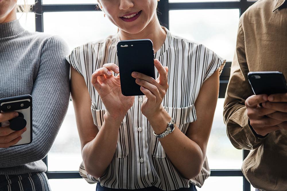 millennials-on-cellphones-web